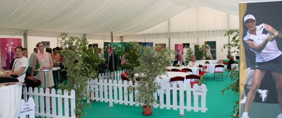 Événementiel sportif, club house Fed Cup, structure de 15mx25m avec vélum, moquette, barrières golf